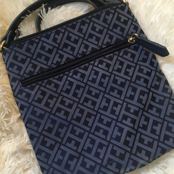 Tommy Hilfiger Handbags - Tommy Hilfiger Purse